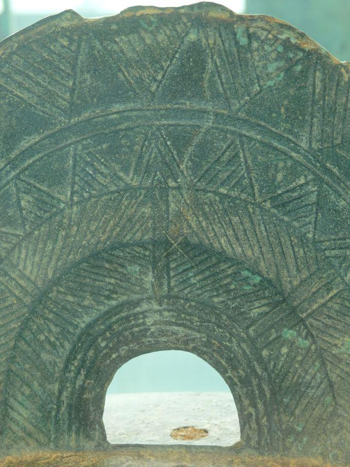 加茂岩倉遺跡の特異性を象徴する「×」