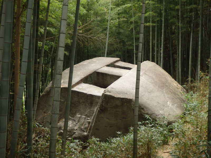 古墳?タイムカプセル!?謎を秘めた奈良県橿原市の益田岩船