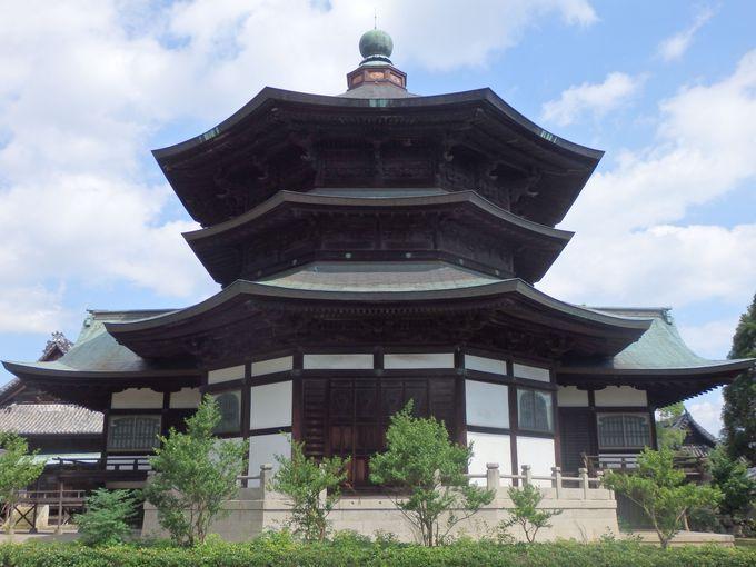 法隆寺の夢殿?等身大の聖徳太子立像を安置した八角形の聖徳殿