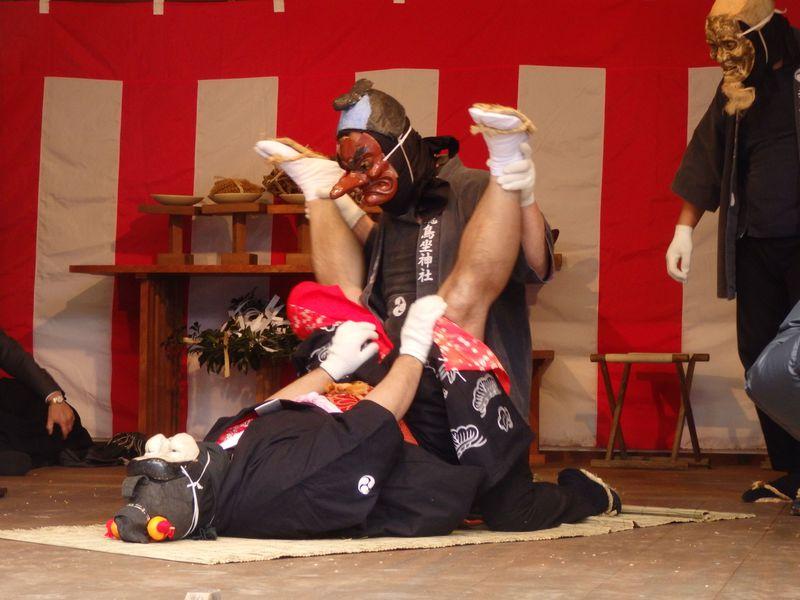 抱腹絶倒のセックス劇!奈良県飛鳥坐神社の奇祭「おんだ祭」