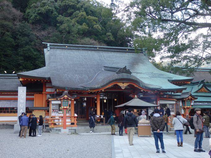 多くの参拝者で賑わう熊野那智大社