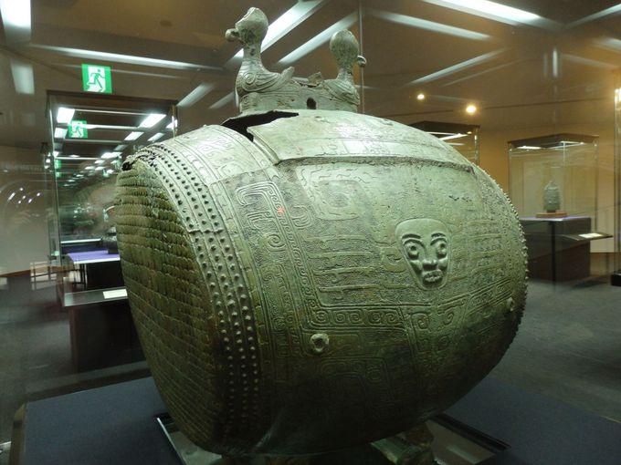 何だ、これ?青銅製の人面太鼓「き神鼓」