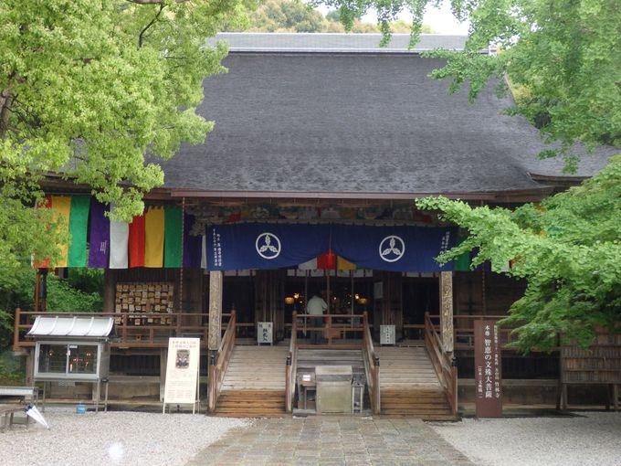 本尊・文殊菩薩坐像を安置する本堂