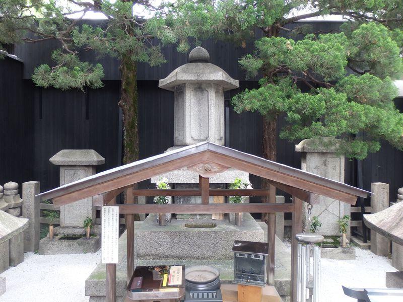 豊臣家滅亡の予兆?哀れを誘う京都・瑞泉寺の「秀次悪逆塚」
