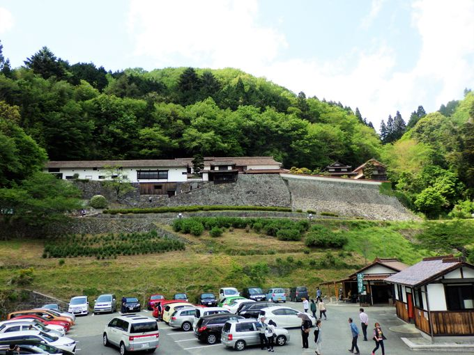 まずは見上げよう!銅山経営などで莫大な富を築き上げた一族のお屋敷・広兼邸