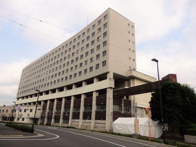 見学はお早めに!ビルのなかを貫通する旧大将軍駅(高尾アパート)