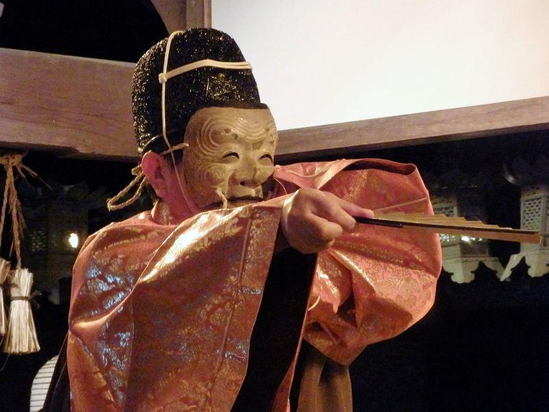 能楽の原点!中世芸能の形態を残す奈良豆比古神社の「翁舞」