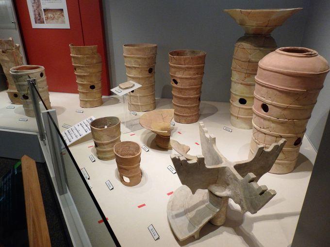 もちろん、埴輪も!館内に展示された埴輪群
