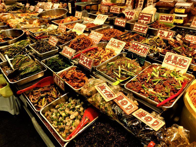 キムチにチヂミにキンパまで!食の宝庫・大阪の鶴橋卸売市場