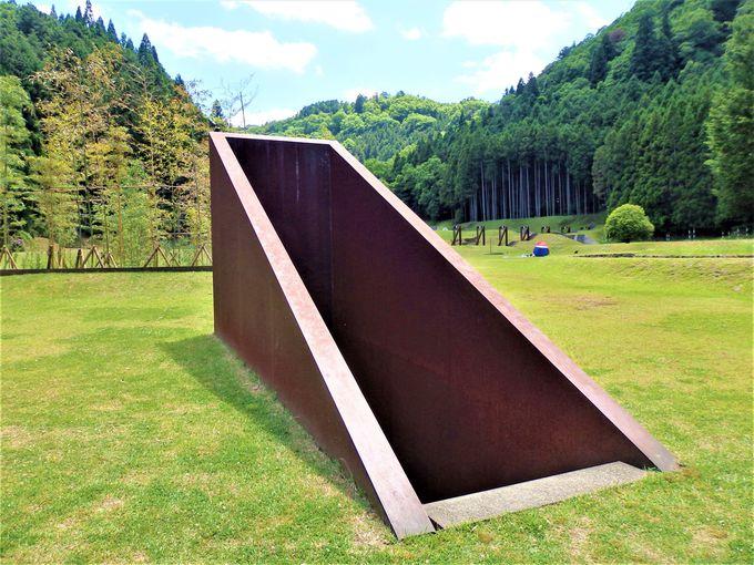 地滑り対策事業の一貫として作られた「室生山上公園芸術の森」