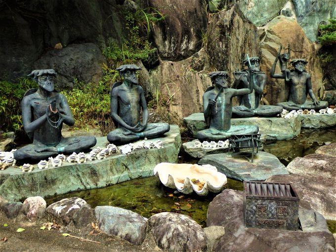 カラオケ!?さまざまな仏像・彫刻類