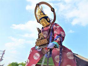 極楽浄土へ導かれて!仏が往来する奈良の奇祭「當麻寺練供養」