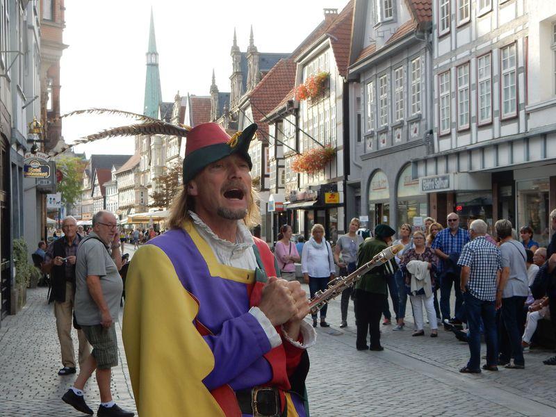 ドイツ、ハーメルンの町で「笛吹き男」伝説に触れる