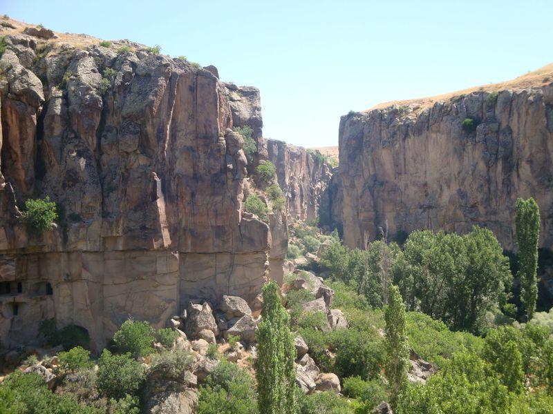 トルコで味わう大自然!絶景のウフララ渓谷と岩窟教会