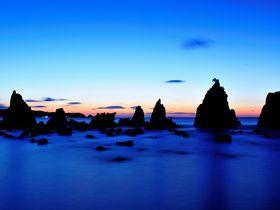 地球の丸さを実感する和歌山潮岬と奇岩「橋杭岩」の夜明け!|和歌山県|トラベルjp<たびねす>