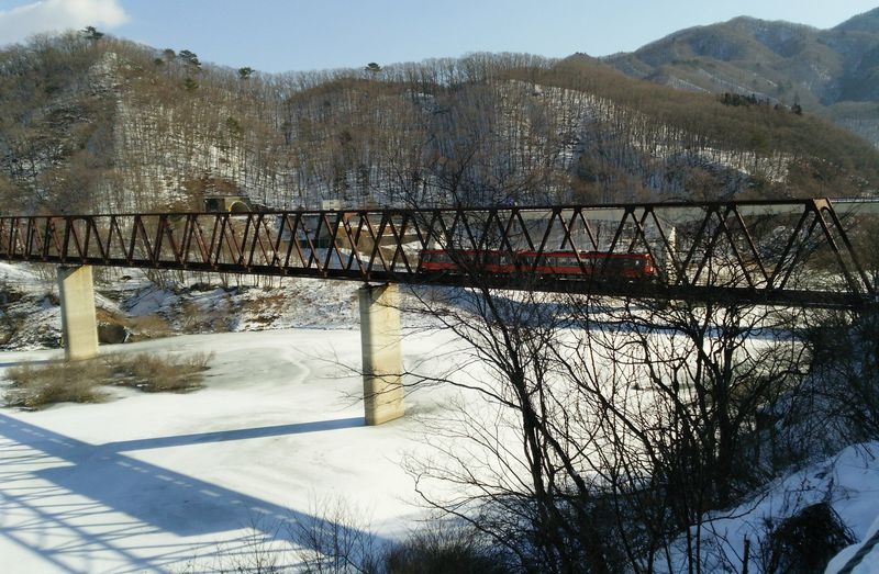 栃木・湯西川温泉駅から徒歩1分!雪の「五十里湖」は真冬の絶景スポット