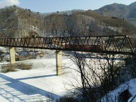 栃木・湯西川温泉駅から徒歩1分!雪の「五十里湖」は真冬の絶景スポット|栃木県|トラベルjp<たびねす>