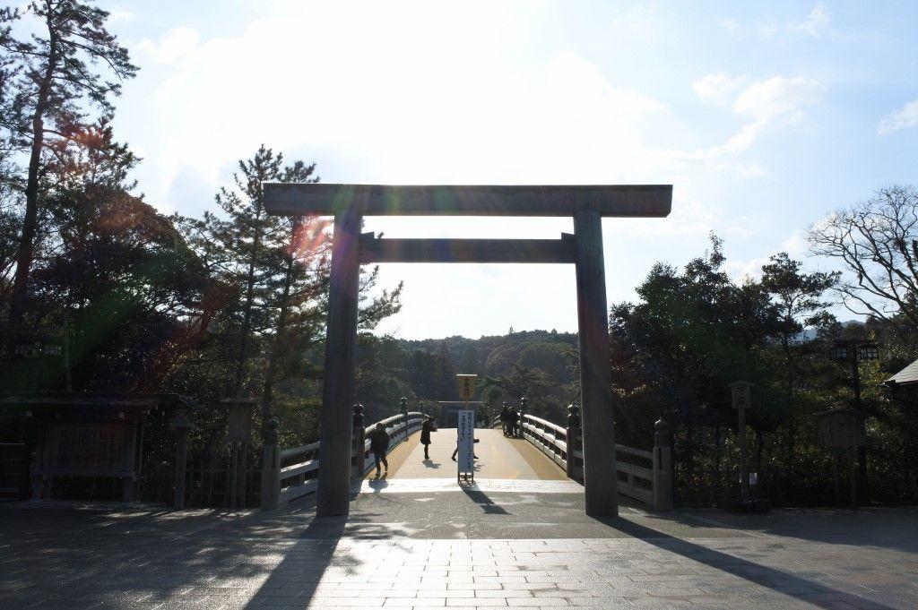 最初の峠、女鬼峠で宮川の展望と切通しを見る