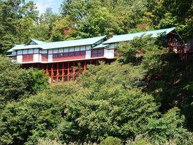 朱い清水寺?長野「鼻顔稲荷神社」は謎めく空中楼閣