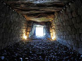 古代人が見た光景を!群馬「綿貫観音山古墳」で1400年前の石室に立つ!