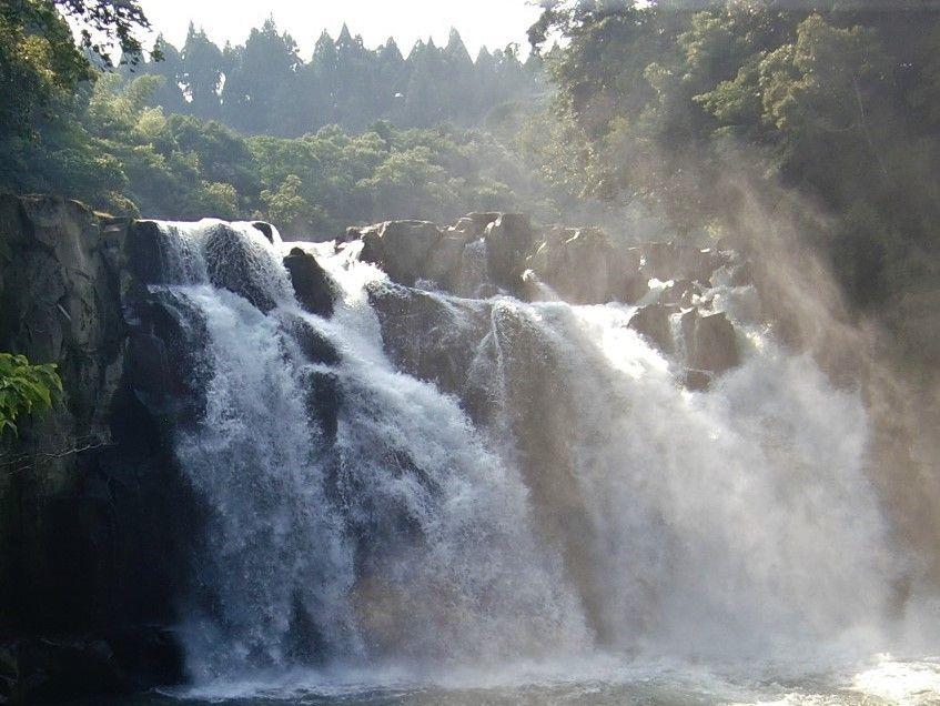 豪快な滝に大規模な甌穴群!宮崎県都城・関之尾滝でクールダウン