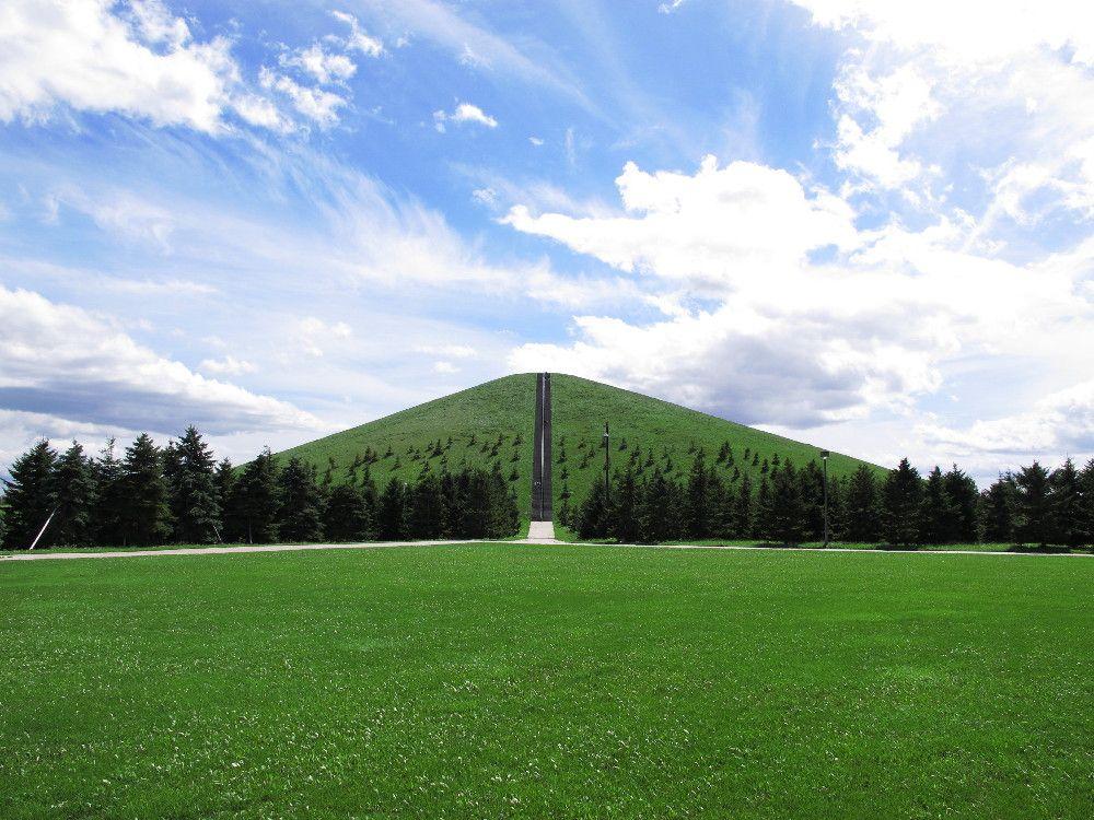 山であり彫刻であり公園であり