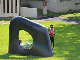 世界的彫刻家、安田侃氏の作品と豊かな自然が響きあう心地よい空間〜アルテピアッツァ美唄
