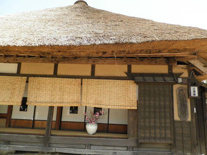 日本の伝統・茅葺屋根の家屋