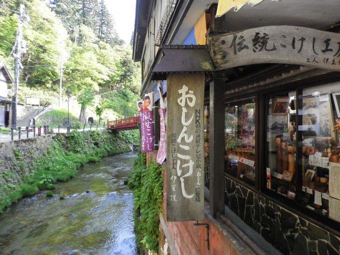 銀山温泉の名物「おしんこけし」