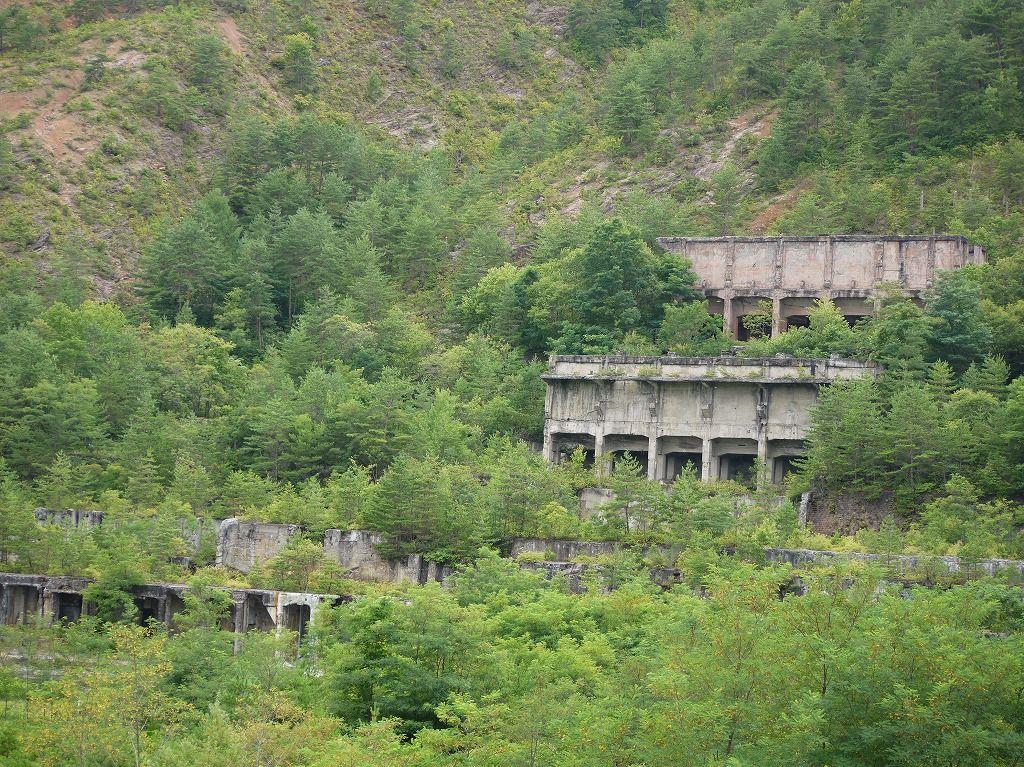 かつて東洋最大級と謳われた巨大鉱山跡