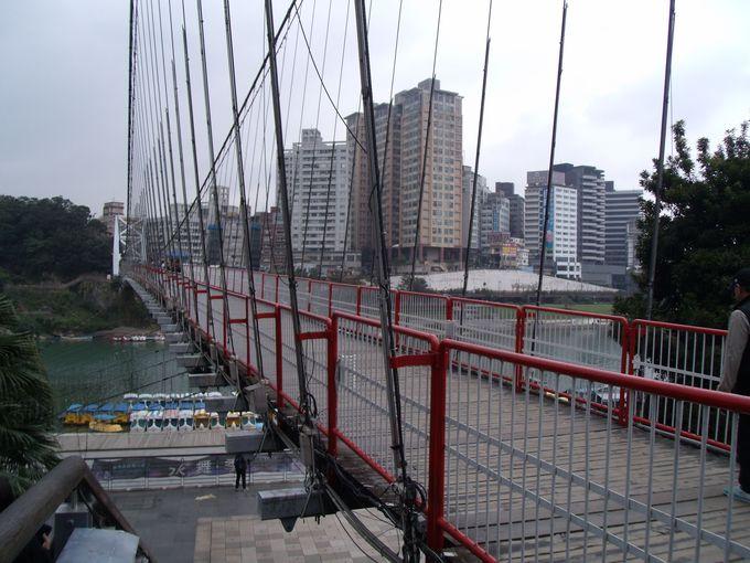 新店のランドマーク「碧潭つり橋」