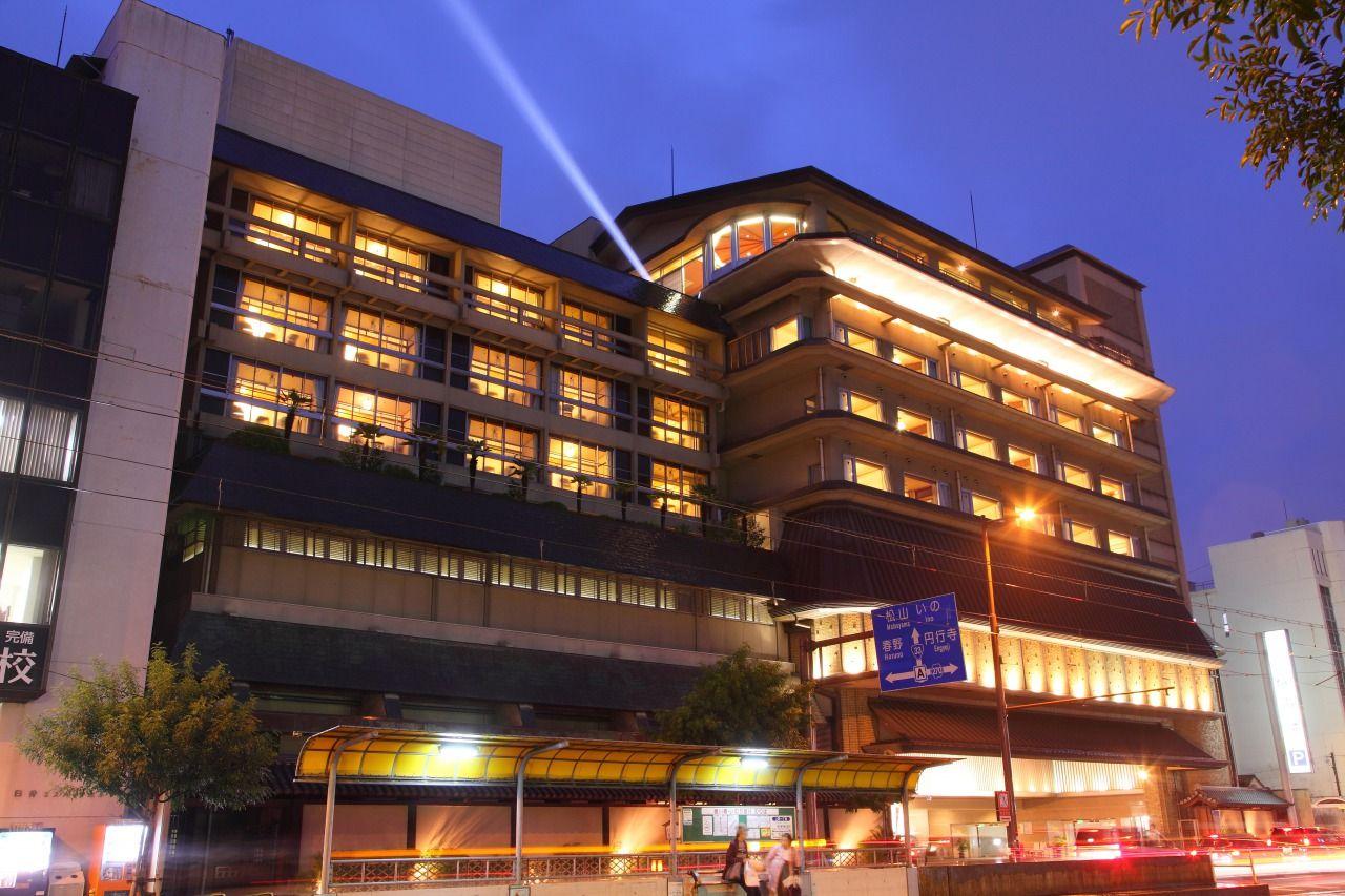龍馬生誕地すぐ!名士たちが愛した高知の老舗旅館「城西館」