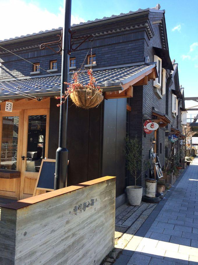 甲府城下町を再現!昔の建築様式の店舗が立ち並ぶ路地を散策