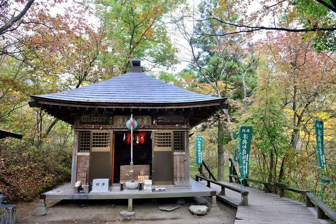 左甚五郎作の如意輪観音像を祭る浮島観音堂
