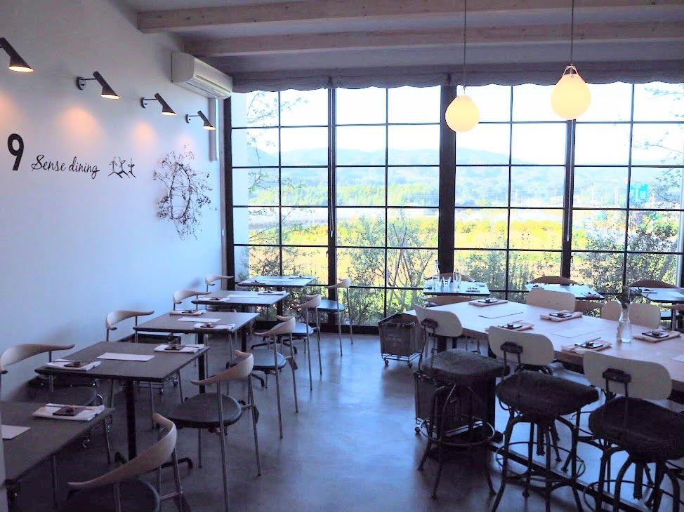 北欧食器でヘルシーな料理を楽しむ「9 sencse cafe」