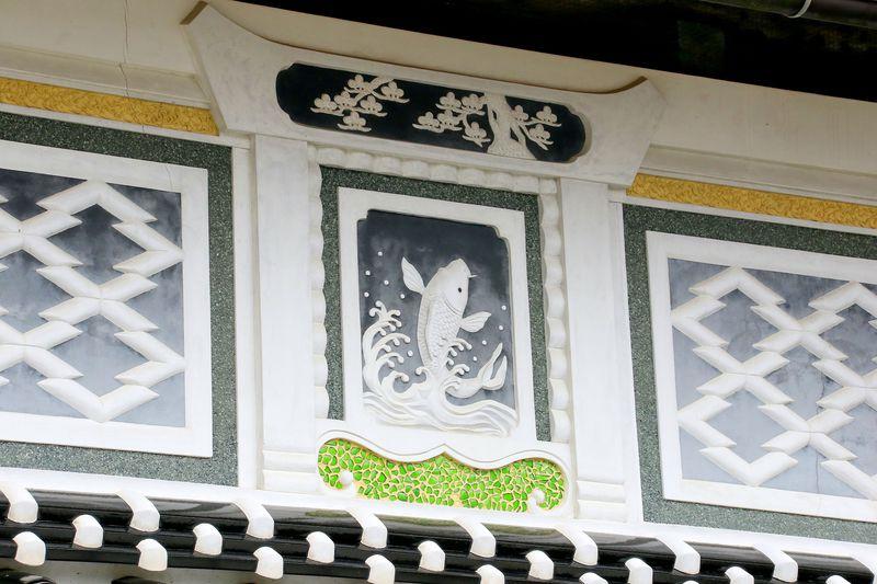 まさに建築の芸術品!鳥取県・縁起のよい「光の鏝絵」