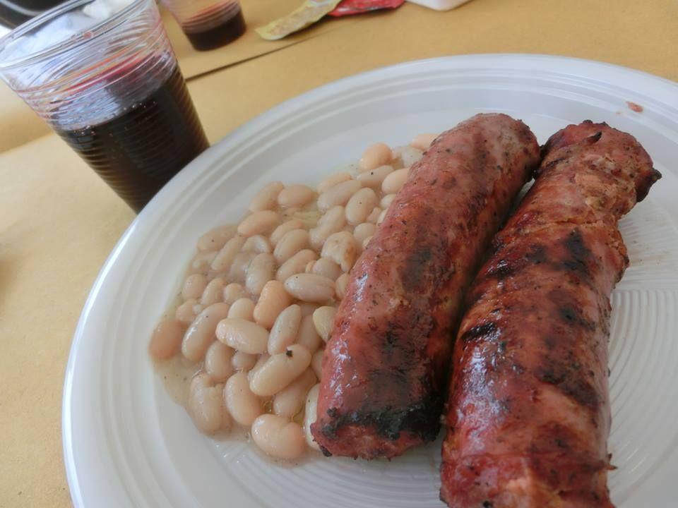 食事は地元の有志による屋外レストランで、食材は「KM0」