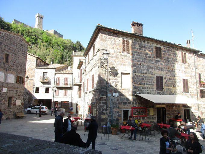 オルチャ渓谷で一番高い要塞がそびえる「ラディコーファニ」