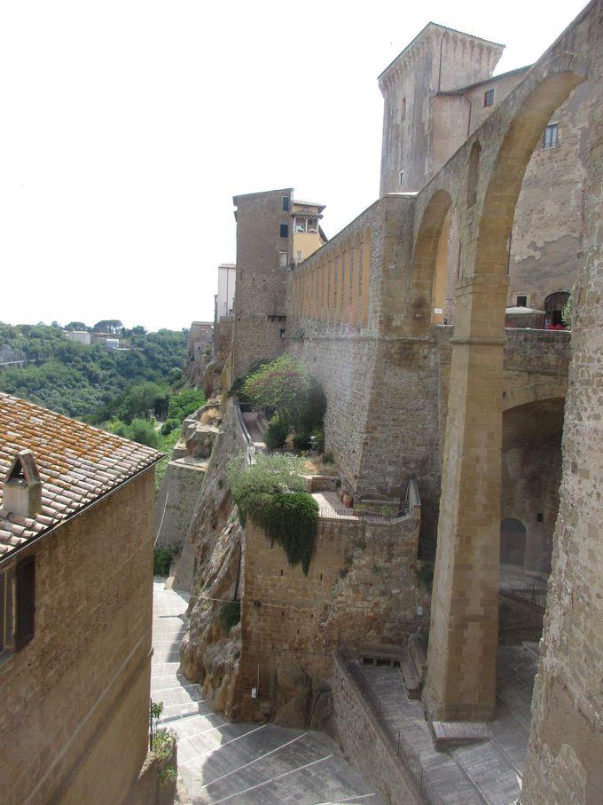 中世の名門・オルシーニ家が残した2つの建造物