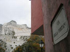 極上のラルドに舌鼓!大理石に囲まれたイタリアの村「コロンナータ」