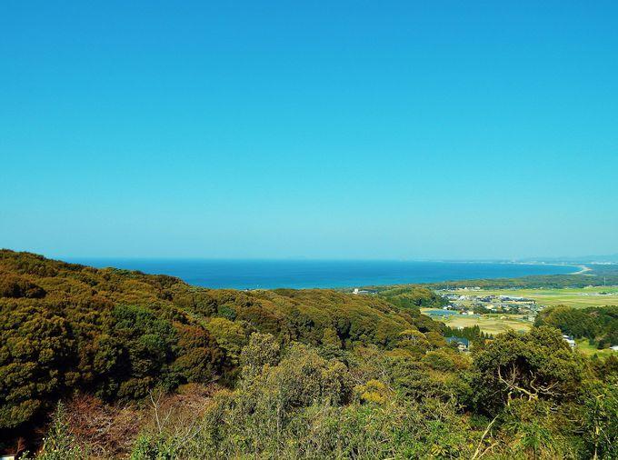 青い海と空に目を奪われる!晴天時の眺めは絶景