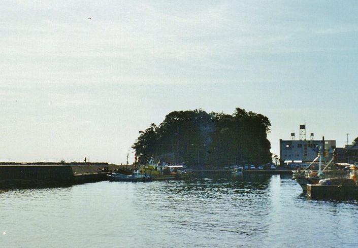 伝説と神霊の島・絵島と大絵島