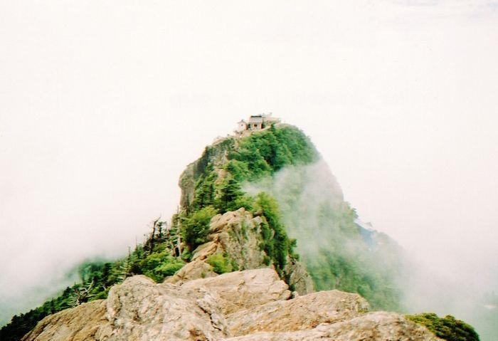 雲の上に浮かぶ「天空の神社」