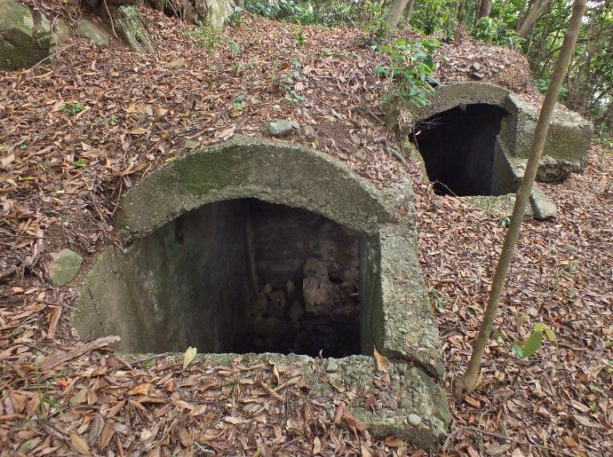 二室が繋がった地下型トーチカ