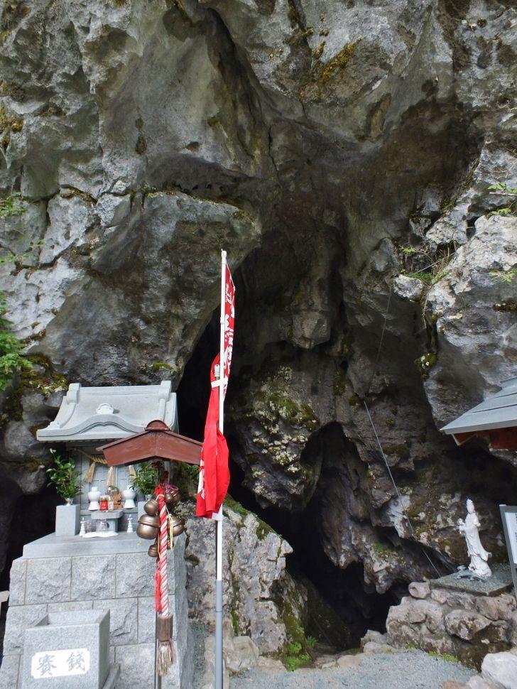 一番有名な鍾乳洞は祟りの洞窟