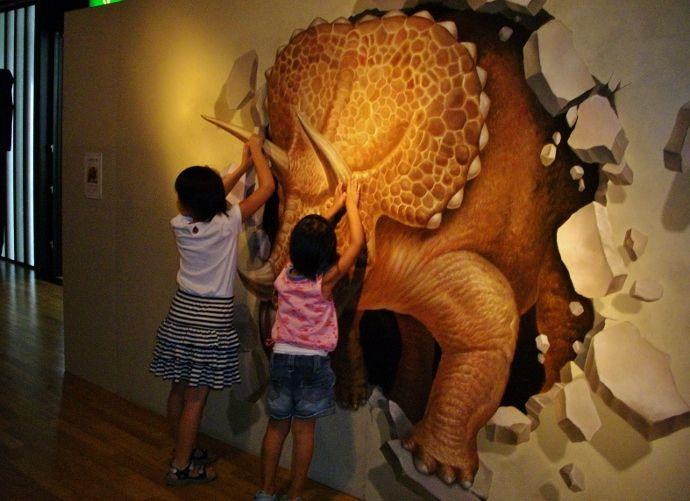驚きのトリックアート展~水に浮かぶ高知県立美術館~