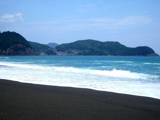 約22Kmに伸びる景勝地・七里御浜海岸が舞台