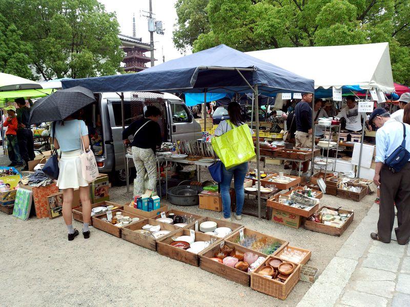 毎月21日・22日は、聖徳太子建立の大阪・四天王寺で縁日めぐり!