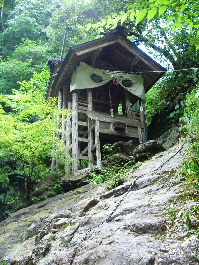 神々が舞い降りた、溪谷に佇む「天岩戸神社」へ