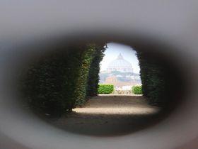 アヴェンティーノの丘は、マルタ騎士団館の鍵穴からバチカン大聖堂を遠望できる必見スポット!